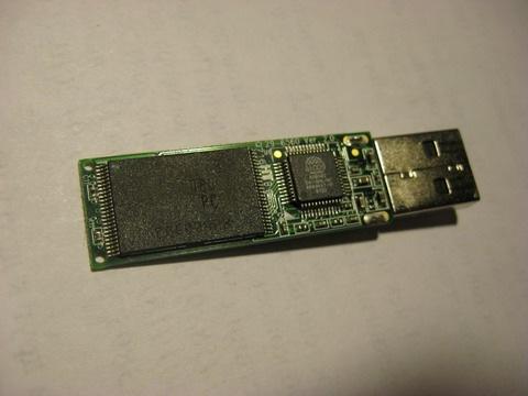 Обнаженный USB-накопитель